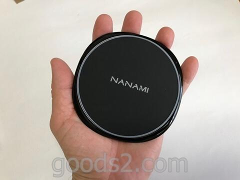 手の平サイズのiPhoneワイヤレス充電器