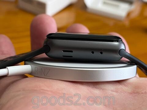 MagSafe充電器にアップルウオッチ
