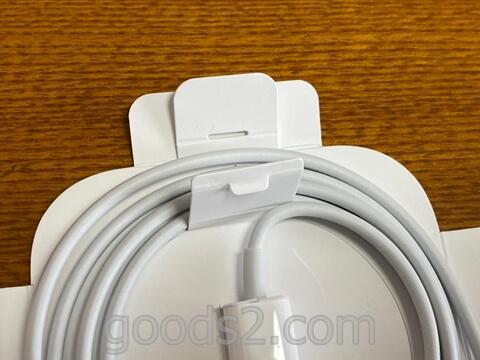 MagSafe充電器のケーブルの紙のストッパーをはずす