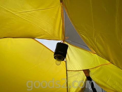lovingskyのテントにランタンを吊るす
