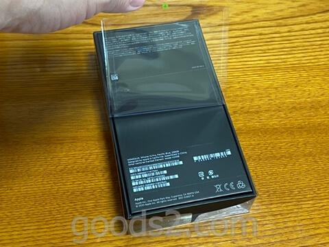 iPhone 12 Proの外箱のフィルムをはずす
