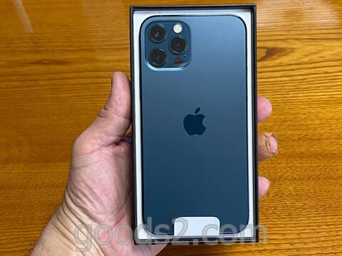 iPhone 12 Proの箱を開けたところ