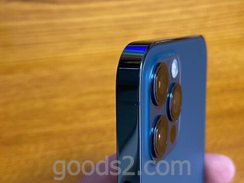 iPhone 12 Proを斜めから見た所