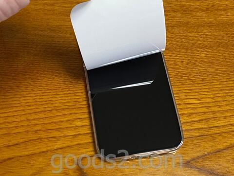 iPhone 12 Proのディスプレイ部分のシートをはがしたところ
