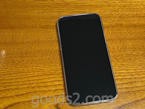 iPhone 12 Proのディスプレイ部分のシートをはがした後