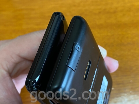 NichePhone-SとNichePhone-S 4Gの薄さの違い(斜め)