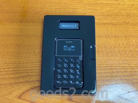 NichePhone-Sを箱から出したところ